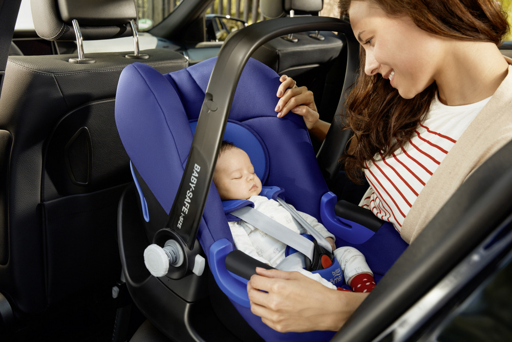 lifestyle_cs_baby-safe_i-size_mother_baby_car_landscape_2016_300dpi