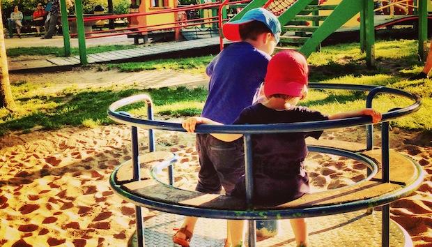 O tym, czego rodzic nie powinien robić na placu zabaw