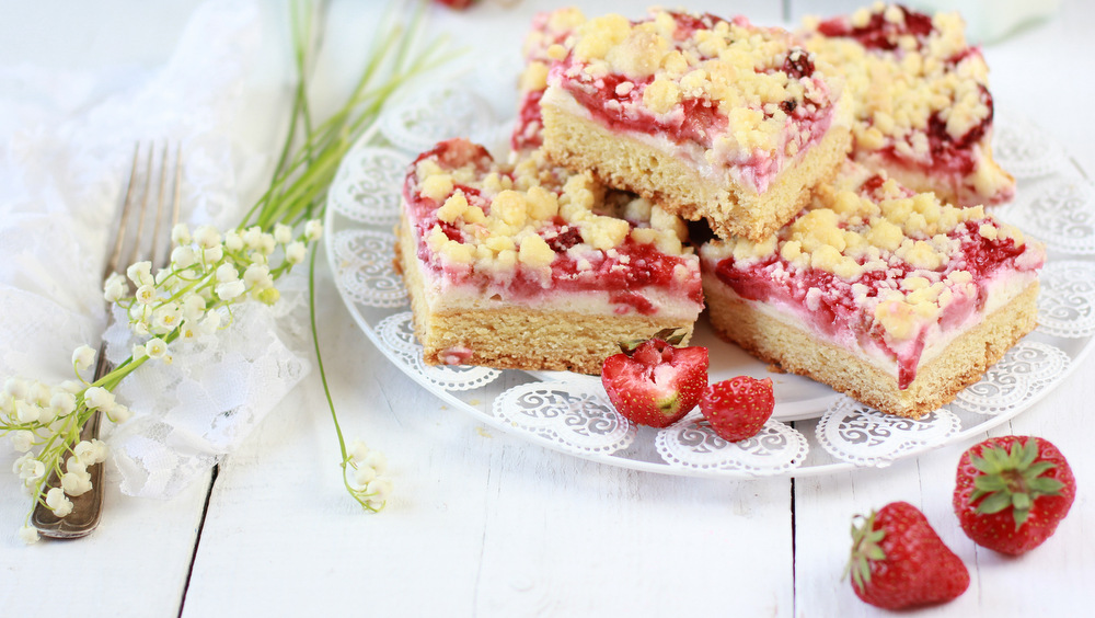 cake with strawberries and cheese
