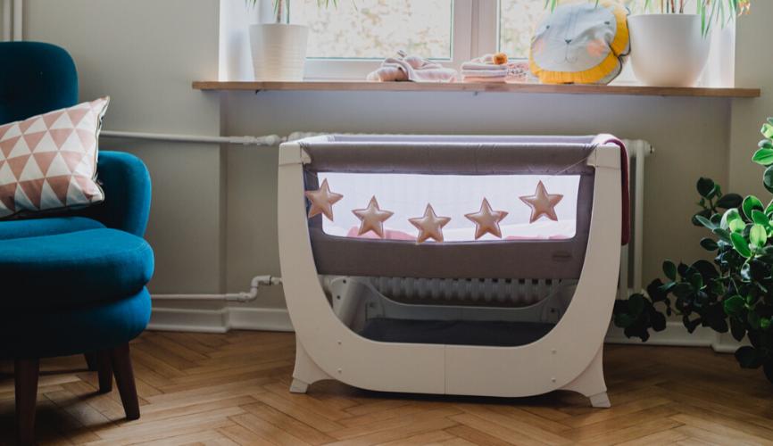 Shnuggle Air – dostawka dla niemowlaka i łóżeczko w jednym